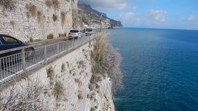 Ruch drogowy na Amalfi wybrzeżu zdjęcie wideo