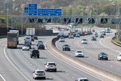 Ruch drogowy na Brytyjskiej autostradzie M25 Zdjęcia Stock
