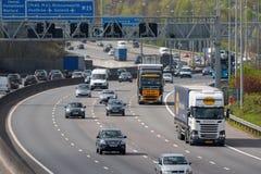 Ruch drogowy na Brytyjskiej autostradzie M25 Obrazy Stock