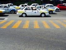Ruch drogowy na drodze w Acapulco Obrazy Stock