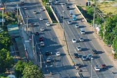 Ruch drogowy na Mittraphap drodze w Nakhon Ratchasima prowinci Tajlandzki Fotografia Stock