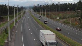 Ruch drogowy na panamerykańskiej autostradzie w Ekwador zbiory