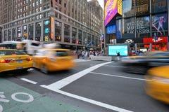 Ruch drogowy na ulicie w Manhattan, NYC Obrazy Royalty Free