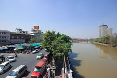 Ruch drogowy na Wichayanon drodze Blisko Kad Luang Fotografia Royalty Free