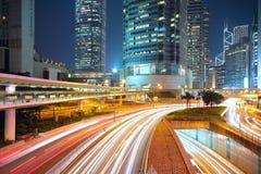 Ruch drogowy noc w centrum miasta Obrazy Royalty Free
