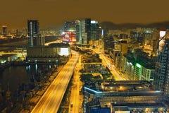 Ruch drogowy noc w miastowym mieście Obrazy Stock