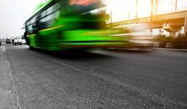 Ruch drogowy pod cloudscape podczas zmierzchu Obraz Royalty Free