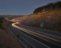 Ruch drogowy przez gór Zdjęcie Royalty Free