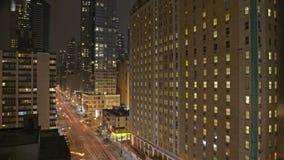 Ruch drogowy przy nocą na 8th Ave zbiory wideo