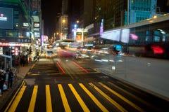 ruch drogowy przy nocą Kowloon, Hong Kong Zdjęcia Royalty Free