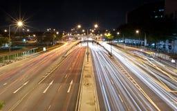 Ruch drogowy przy ruchliwie skrzyżowaniem Obraz Stock