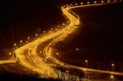 Ruch drogowy w mieście przy nocą obrazy royalty free