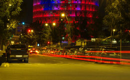 Ruch drogowy w nocy, Barcelona miasto Obraz Royalty Free