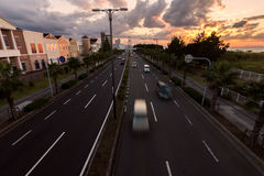 Ruch drogowy w zmierzchu Osaka, Japonia Zdjęcie Stock