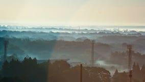 Ruch mgła i mgiełka nad lasem, obiektywu raca, ranek, świt zbiory wideo