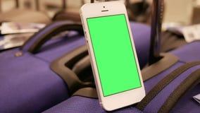 Ruch pokazu bagaż i zielony parawanowy telefon zbiory