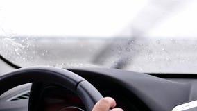 Ruch samochodowy jeżdżenie na ciężkim pada dniu zbiory