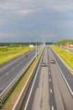 ruch samochody na multilane autostradzie Zdjęcie Royalty Free