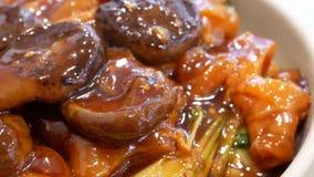 Ruch stewed wołowiien ścięgna z chińczyk pieczarką zbiory wideo