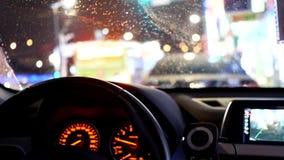 Ruch wadliwe działanie wskaźnika światło mruga na desce rozdzielczej z plama ruchem natężenie ruchu drogowego zdjęcie wideo