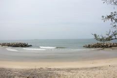 Ruch, ruch woda i fala w morzu przy Saeng Chan Wyrzucać na brzeg w Rayong, Tajlandia zdjęcia royalty free