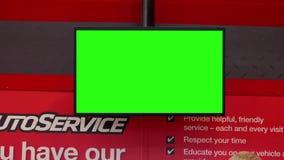 Ruch zieleń ekran tv przy auto usługowym kontuarem