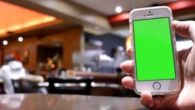 Ruch zielony parawanowy telefon z plam ludźmi je jedzenie i gawędzić zbiory
