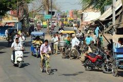 Ruchliwa ulica, podmiejski Agra, India. Fotografia Royalty Free
