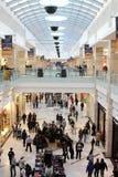 Ruchliwie centrum handlowe zdjęcia royalty free