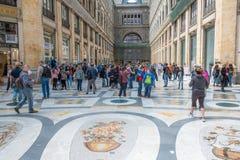 Ruchliwie centrum handlowego Galleria Umberto Ja, Naples, Itali obraz royalty free