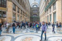 Ruchliwie centrum handlowego Galleria Umberto Ja, Naples, Itali obrazy stock