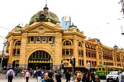Ruchliwie Flinders ulicy stacja fotografia royalty free