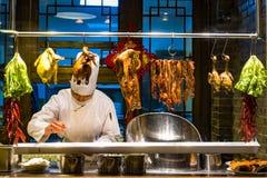 Ruchliwie kucharzi i jego pracują zdjęcia royalty free