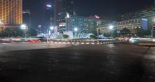 Ruchliwie noc ruch drogowy przy Hotelowym Indonezja rondem zbiory