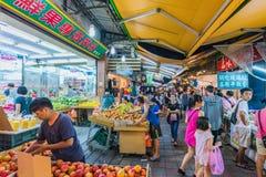 Ruchliwie noc rynku scena w Taipei Zdjęcia Stock