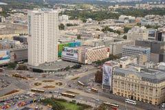 Ruchliwie rondo w Warszawskim centrum miasta Zdjęcia Royalty Free