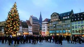 Ruchliwie rynek Strasburg, Francja podczas marché De noà 'l Strasburg obrazy stock