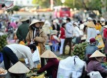 Ruchliwie rynek w Wietnam Obrazy Royalty Free