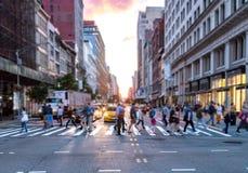 Ruchliwie skrzyżowanie w Manhattan Miasto Nowy Jork obraz stock