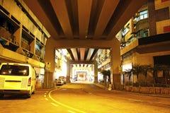 Ruchu drogowego centrum miasta przy nocą Zdjęcia Stock