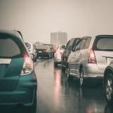 Ruchu drogowego dżem na ekspresowym sposobie w rainning dniu Zdjęcia Stock