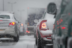 Ruchu drogowego dżem powodować ciężkim opadem śniegu fotografia royalty free
