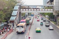 Ruchu drogowego dżem na chatuchak drodze przy chatuchak rynkiem w Bangkok Obrazy Royalty Free