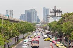 Ruchu drogowego dżem na chatuchak drodze przy chatuchak rynkiem w Bangkok, Thailand Zdjęcie Stock
