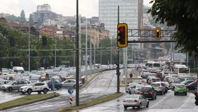 Ruchu drogowego d?em w godzina szczytu Bu?garia Sofia fotografia stock