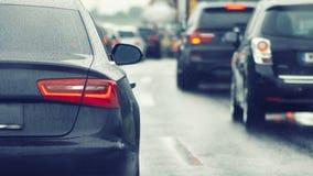 Ruchu drogowego dżemu samochody czeka na ruchliwie drodze Obrazy Stock