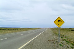 Ruchu drogowego znak na pięknym krajobrazie Fotografia Stock