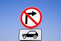 Ruchu drogowego znaka zwrota dobro dla samochodu transportu zabrania Obraz Royalty Free