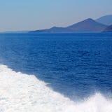 ruchu przypływu abstrakcjonistyczna piana i spienia w morzu mediterrane Zdjęcie Stock