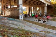 Ruchu Zamazany Złożony ludzie Ćwiczy W Miastowym położeniu Zdjęcie Stock
